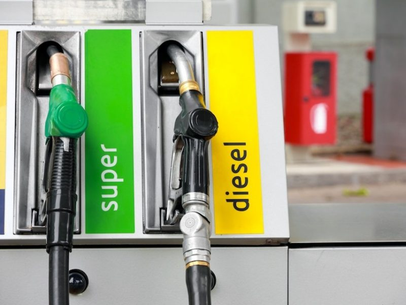 Benzina e gasolio: diminuiscono i consumi, ma aumenta la spesa