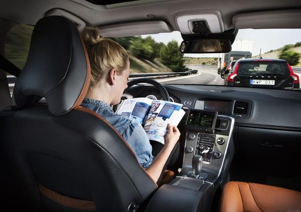 Guida autonoma: secondo l'ABI potrebbe far aumentare gli incidenti