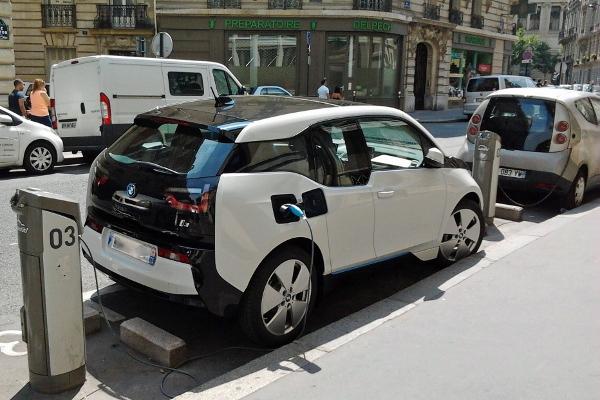 <span>Le auto elettriche guadagnano popolarità</span>