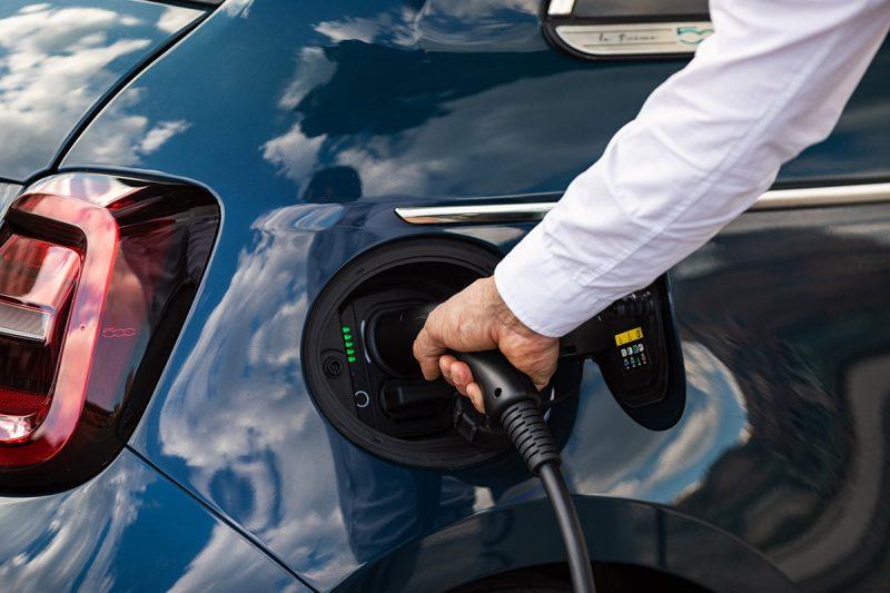 Immatricolazioni auto elettriche e ibride in crescita in tutta Europa
