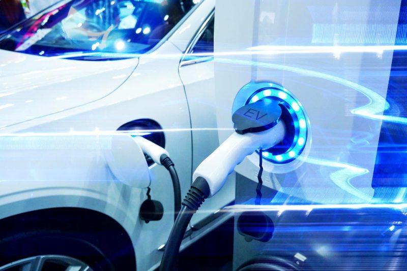 TÜV SÜD testa infrastrutture di ricarica e veicoli elettrici