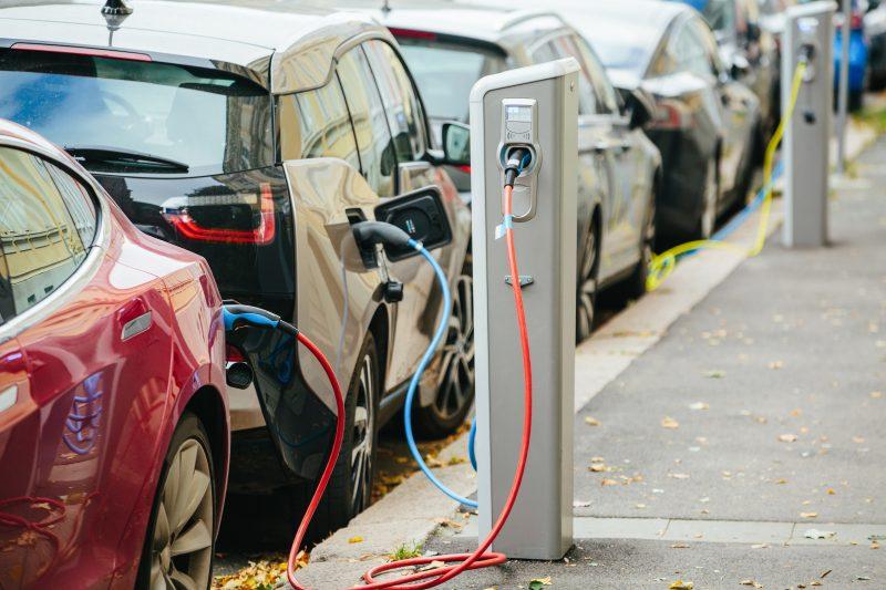 Auto elettriche: gli italiani sono pronti a comprarle?