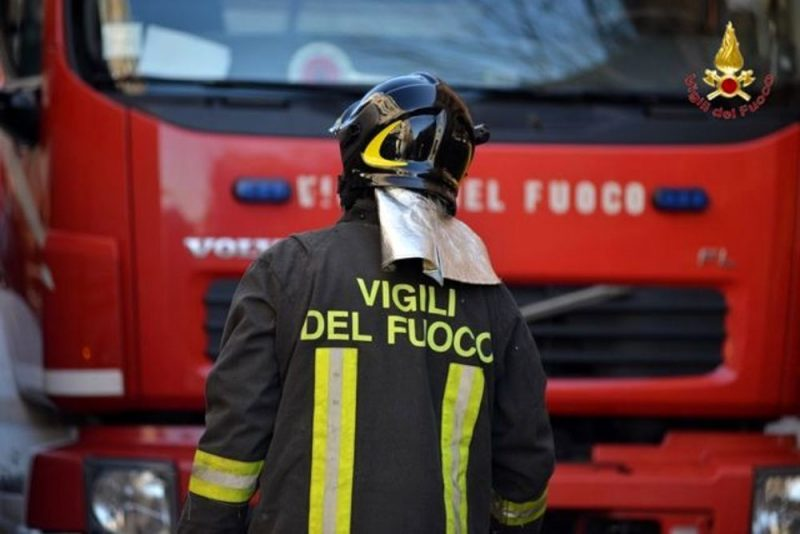 Incendio in una carrozzeria di Montesilvano